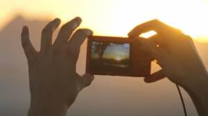 Artystyczne zdjęcie kolegi z Izraela (aparat i dłonie - moje :))