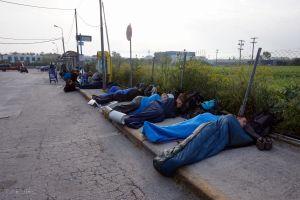 Masowe spanie na dworcu autobusowym :D