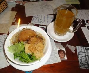 Specjalność Hoi An - cao lầu - pycha! Plus imbirowa herbata na rozgrzewkę ;)