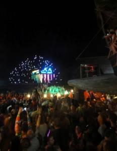 Część 30-tysięcznego tłumu na New Year's Eve Full Moon Party!