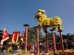 Taniec smoka z okazji obchodów chińskiego Nowego Roku