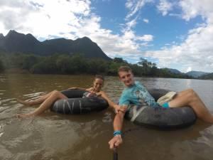 Powrót na dętkach wzdłuż rzeki Nam Ou