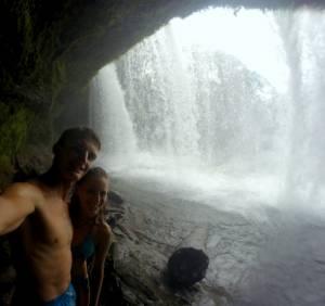 Po drugiej stronie wodospadu Tad Champi