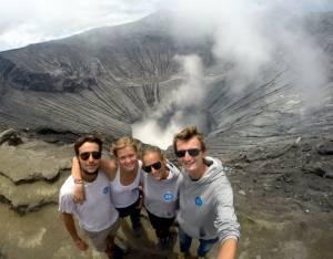 Szczęśliwe Biciaki przy kraterze aktywnego wulkanu Bromo!