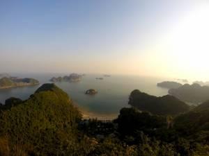 Widok z fortu na Zatokę Lan Ha