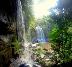 Wodospad w Parku Narodowym Bokor