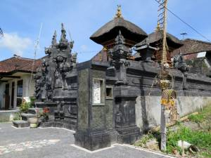 To nie świątynia - to standardowy balijski dom :D