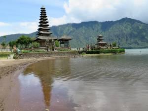 Pięknie położona świątynia Ulun Danu Bratan
