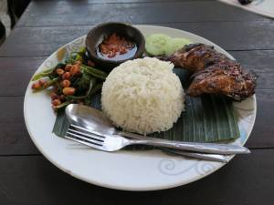 Nasi ayam goreng - to danie jadamy w Indonezji najczęściej