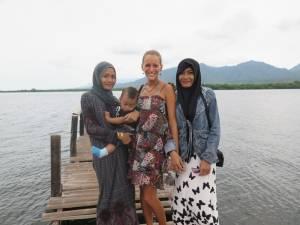 Indonezyjczycy często chcą sobie robić zdjęcia z białymi turystami - Kinga celebrytka :D