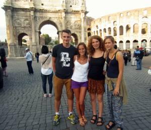 Razem z Camille i Freyą przed Koloseum