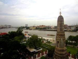 Widok z Wat Arun na rzekę Chao Phraya
