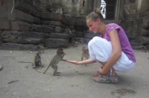 Z małpkami przy Wat San Phra Kan
