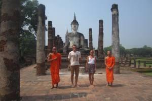 Z mnichami wśród ruin Sukhothai