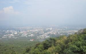 Widok na Chiang Mai w drodze do Wat Doi Suthep