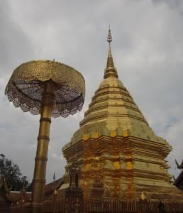 Imponująca chedi w Wat Doi Suthep