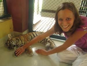 Z 2,5-miesięcznym tygryskiem.