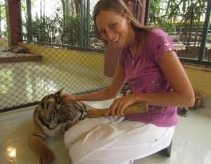 Zabawa z 3,5-miesięcznym tygryskiem!