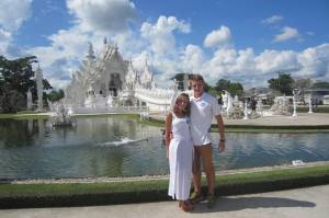 Biali my przy White Temple w Chiang Rai