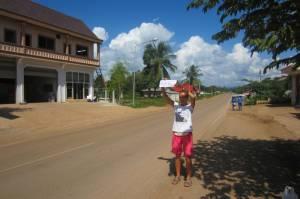 Pierwsza próba łapania stopa w Laosie