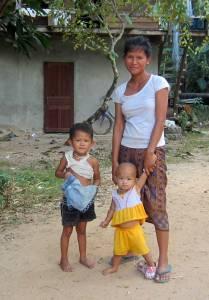 Rodzina w Kong Lor Village