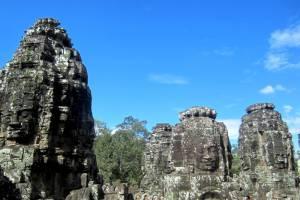 Bayon i ponad 200 posągów głów