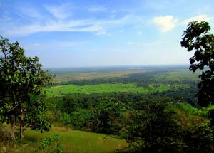 Piękny widok ze wzgórza Phnom Bok