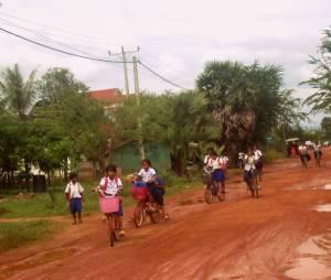Dzieciaki wracające ze szkoły