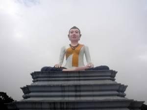 Budda we mgle (w drodze na szczyt)