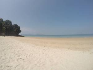 Tengkorak Beach (w oddali Koh Tarutao)