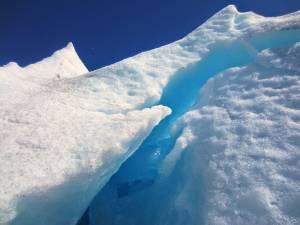 Piękny niebieski odcień lodowca