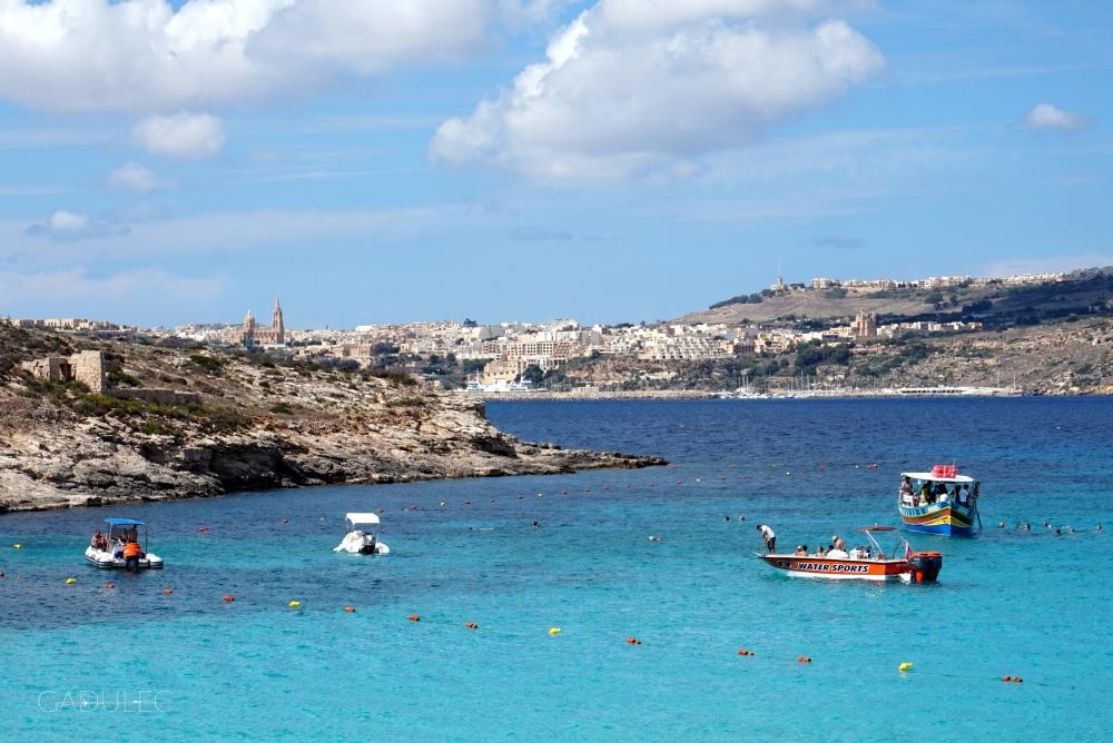 W tle widać Gozo