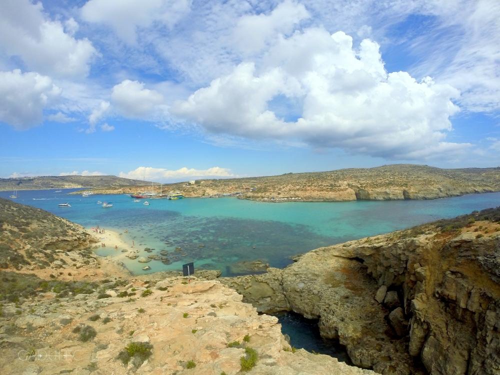 Widok na Comino z innej wyspy