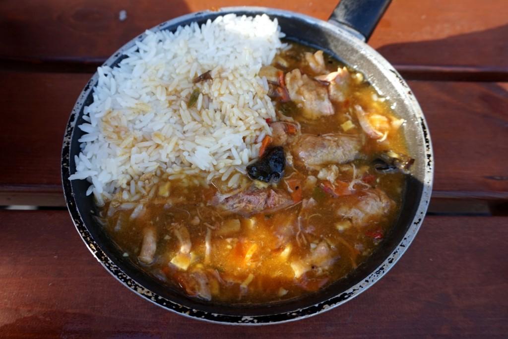 Ryż z sosem i mięsem