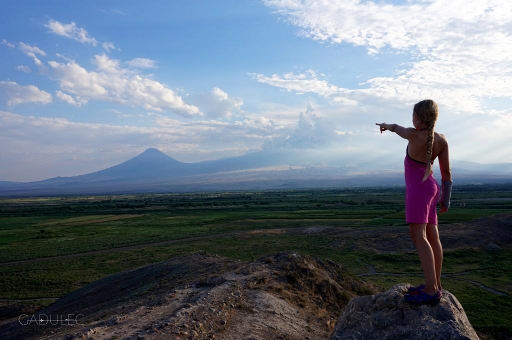 """""""Tam jest Ararat..."""" (ten za chmurami, ten po lewej to Mały Ararat)"""
