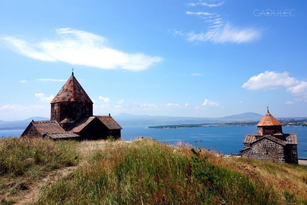 W tle jezioro Sevan, 1900 m n.p.m.