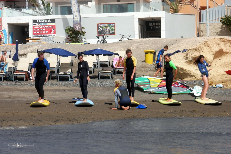 Pierwsza lekcja surfingu w El Medano