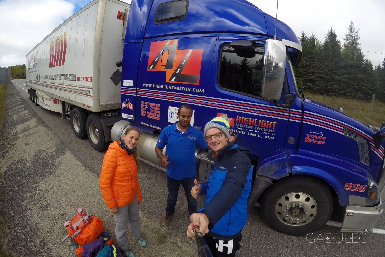 Przemiły kierowca ciężarówki z Zanzibaru - tęskni za swoim krajem, ale jest bardzo wdzięczny Kanadzie za pomoc, którą otrzymał.