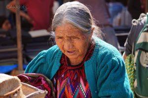 chichicastenango-starsza-kobieta