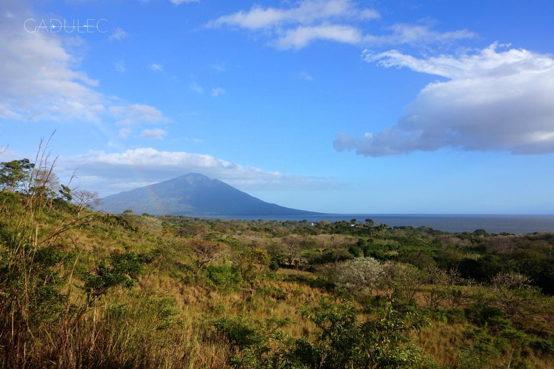Znajdź tęczę! W oddali wulkan Maderas
