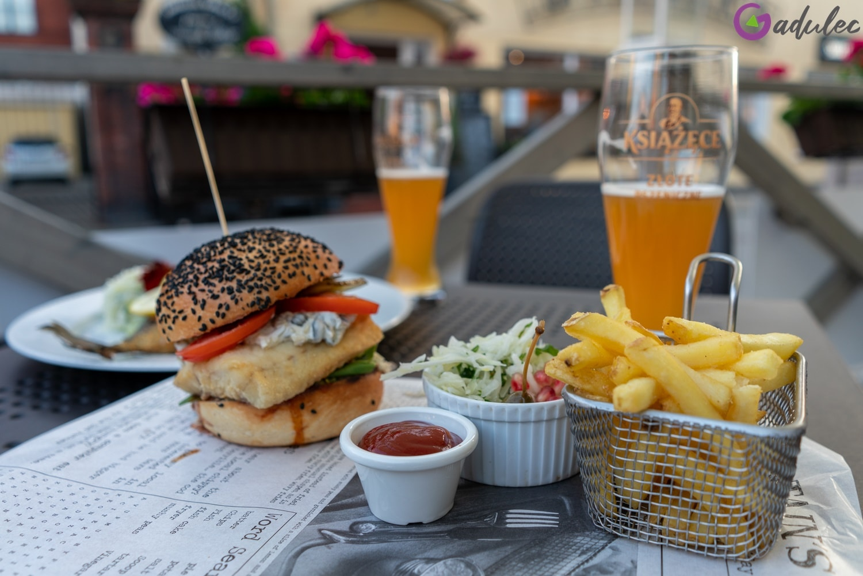 Restauracja Syrenka w Ustce - burger rybny
