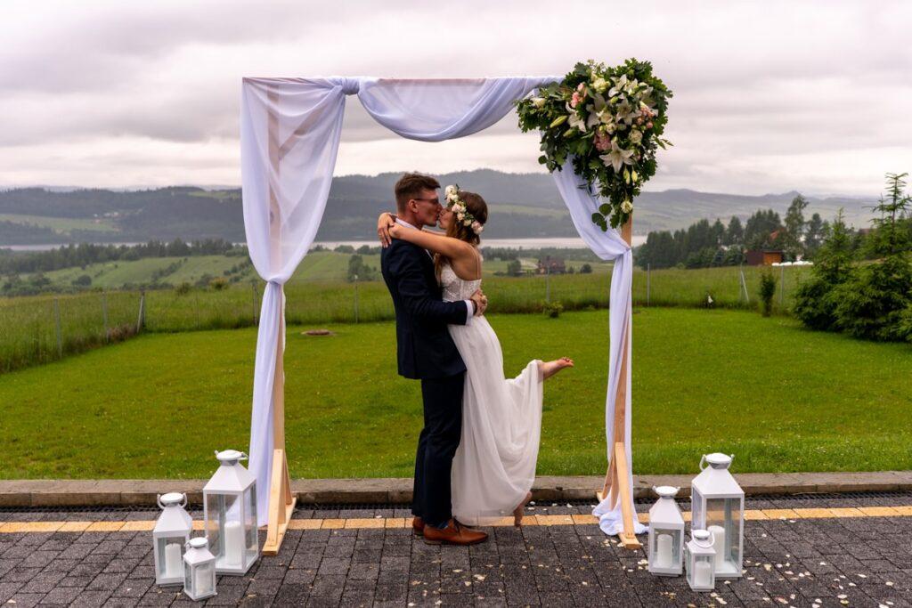 Jak zorganizować ślub plenerowy?